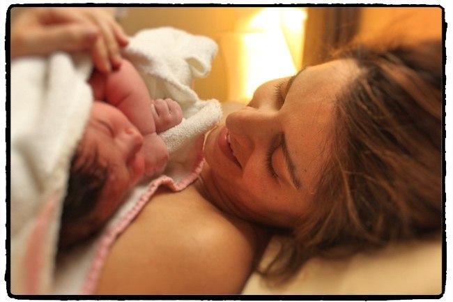 Η απερίγραπτη εμπειρία του να κρατάς το νεογέννητο στα χέρια σου