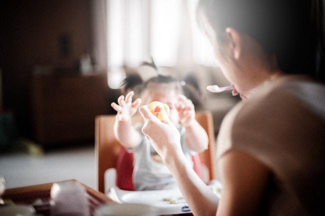 Είτε μένεις σπίτι για να μεγαλώσεις το παιδί, είτε επιστρέφεις στη δουλειά, η κούραση είναι μεγάλη!